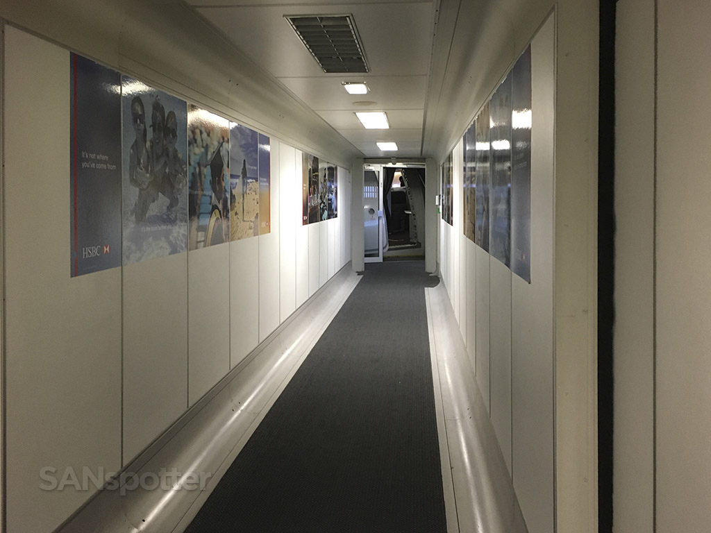heathrow terminal 3 jet bridge