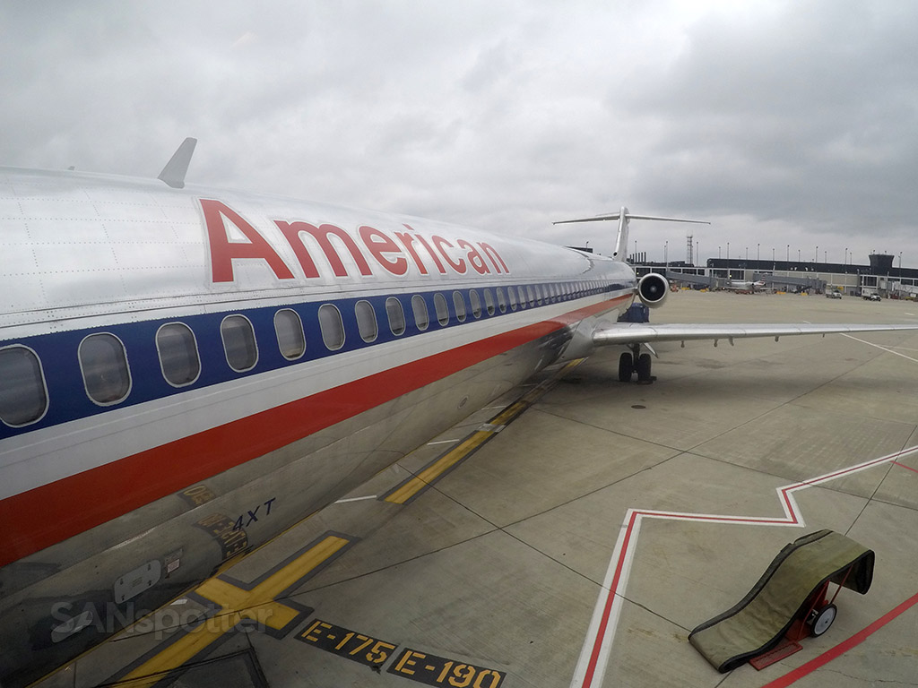 american airlines md-83 close up