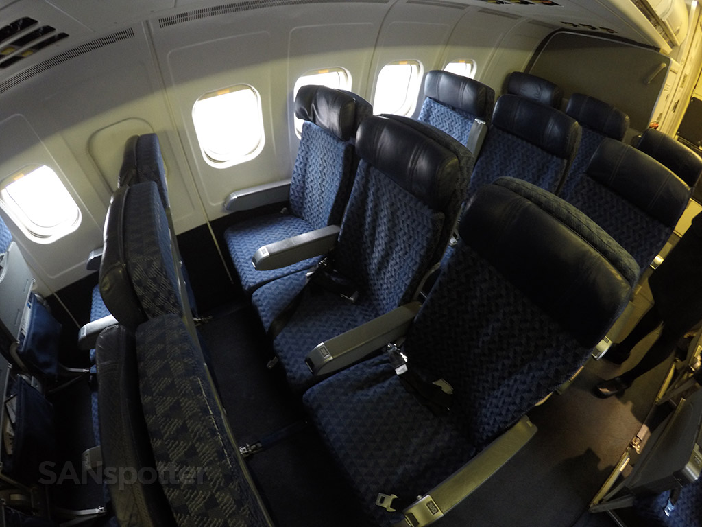 American Airlines MD-83 economy class seats