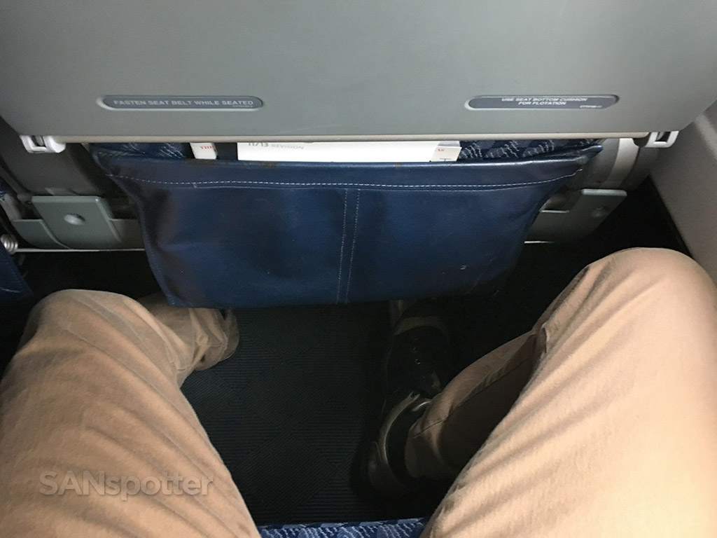 American Airlines MD-83 seat pitch