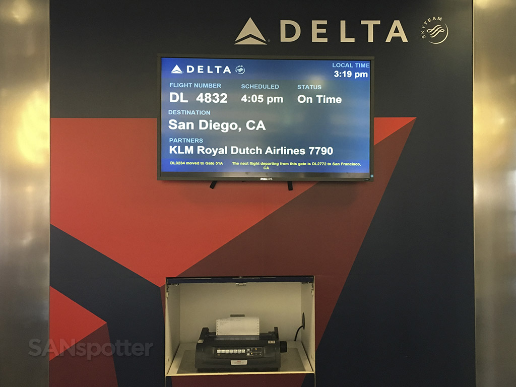 delta airlines gate podium LAX