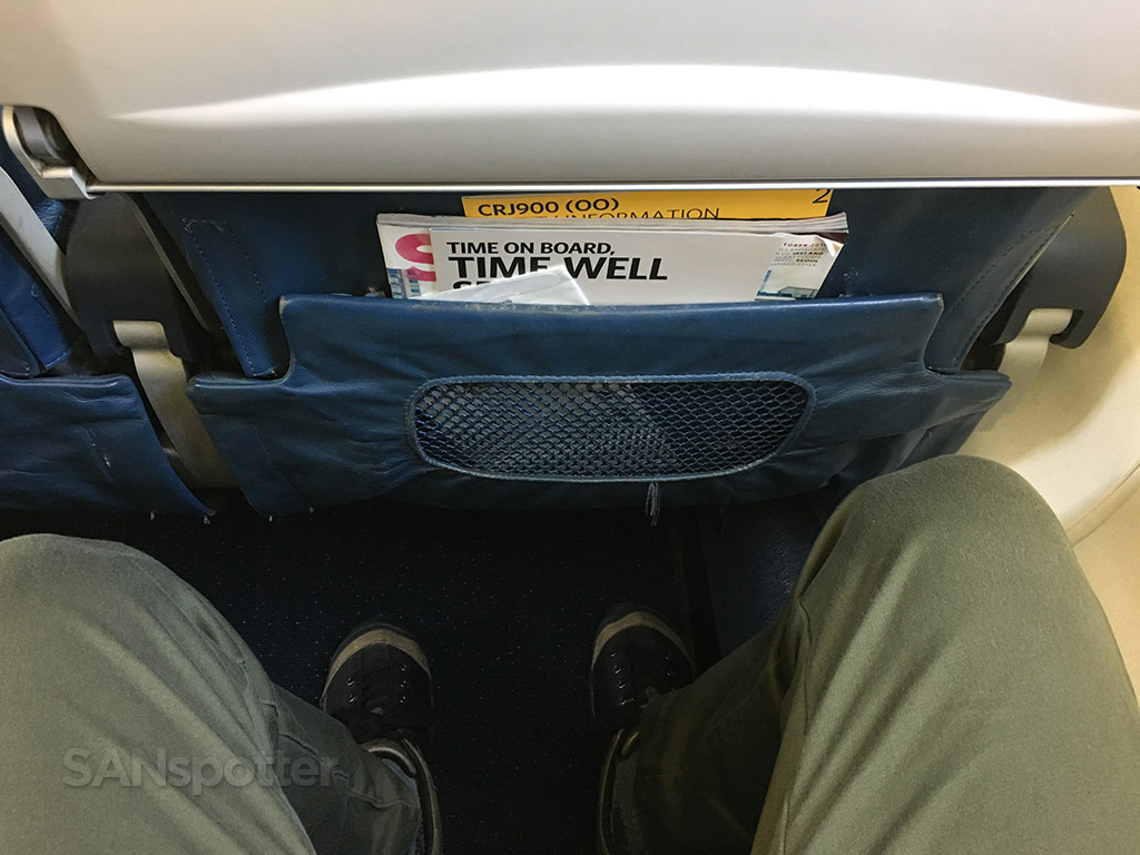 Delta Connection CRJ-900 leg room