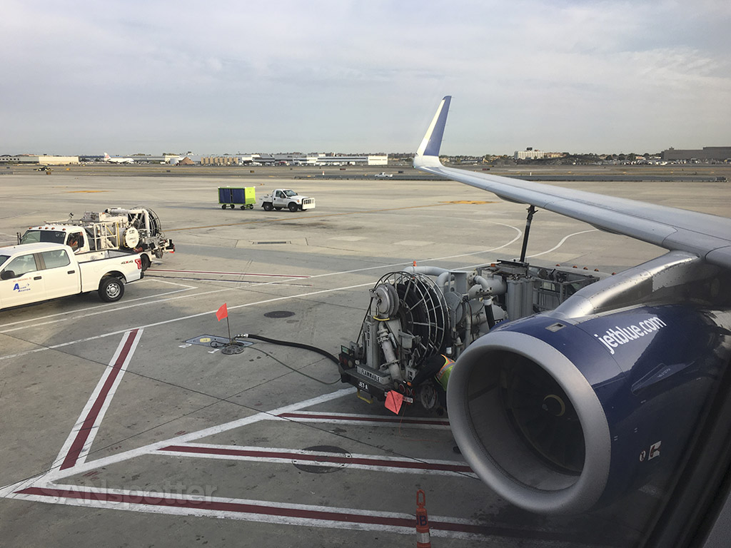 JetBlue A321 fuel loading