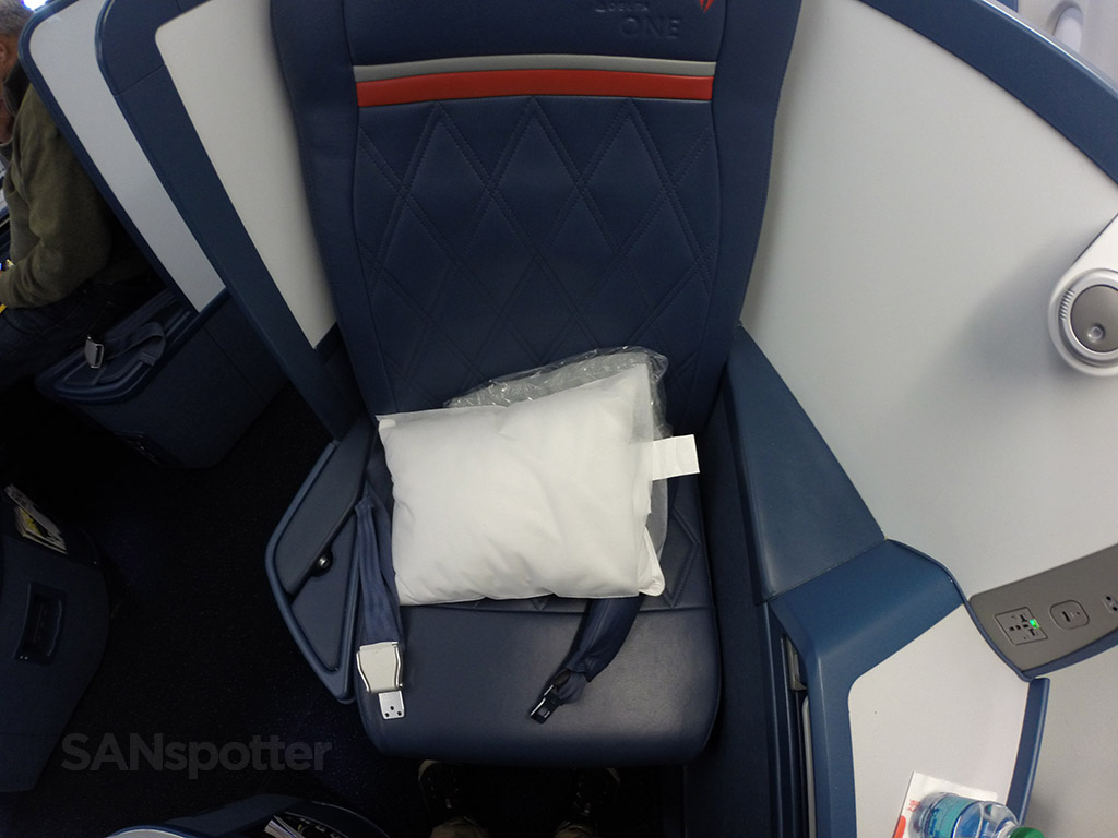 Delta One A330-300 seat