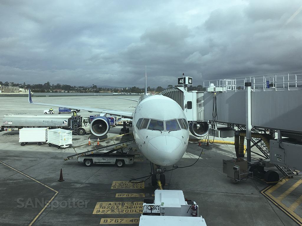 Delta 757-300 san diego airport