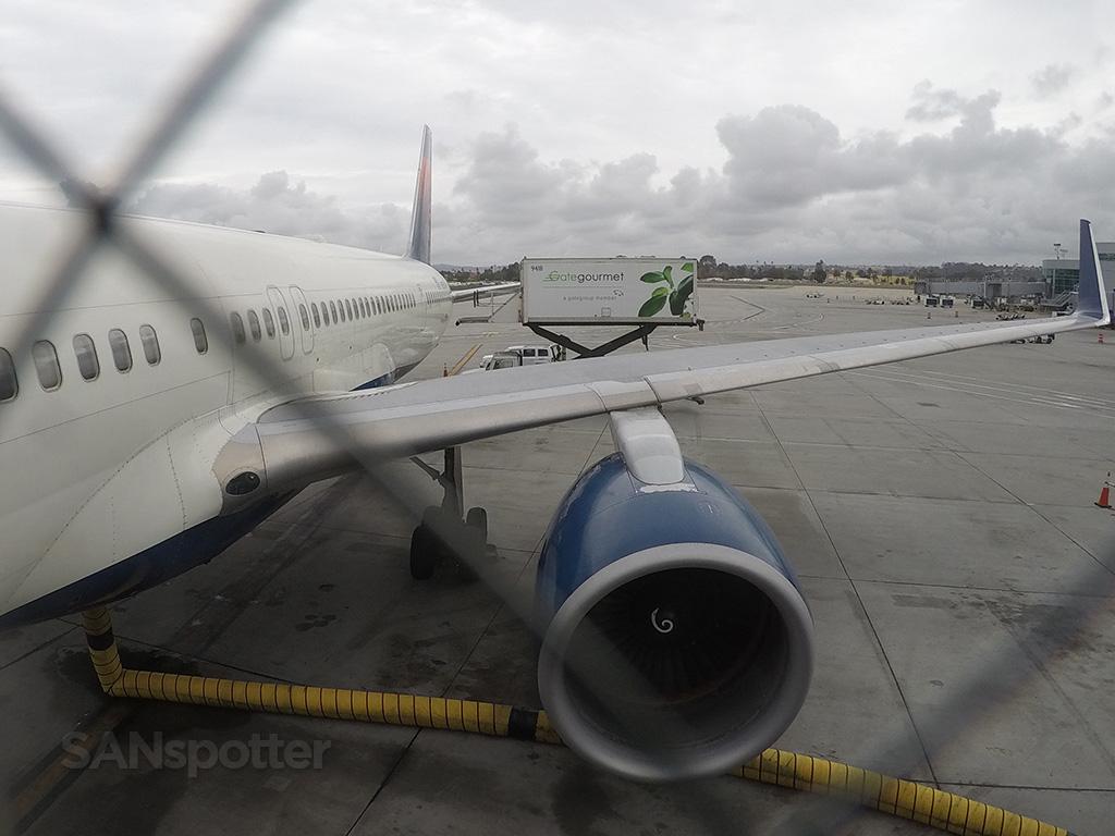 boarding delta 757-300