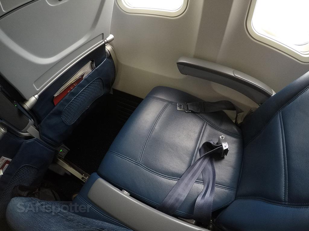 delta 757-300 economy seat pitch