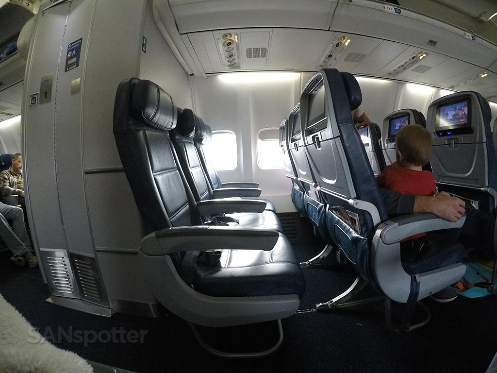 delta 757-300 mid cabin lavatory