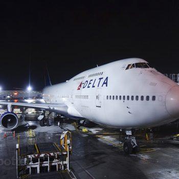 N662US DTW airport 747-400