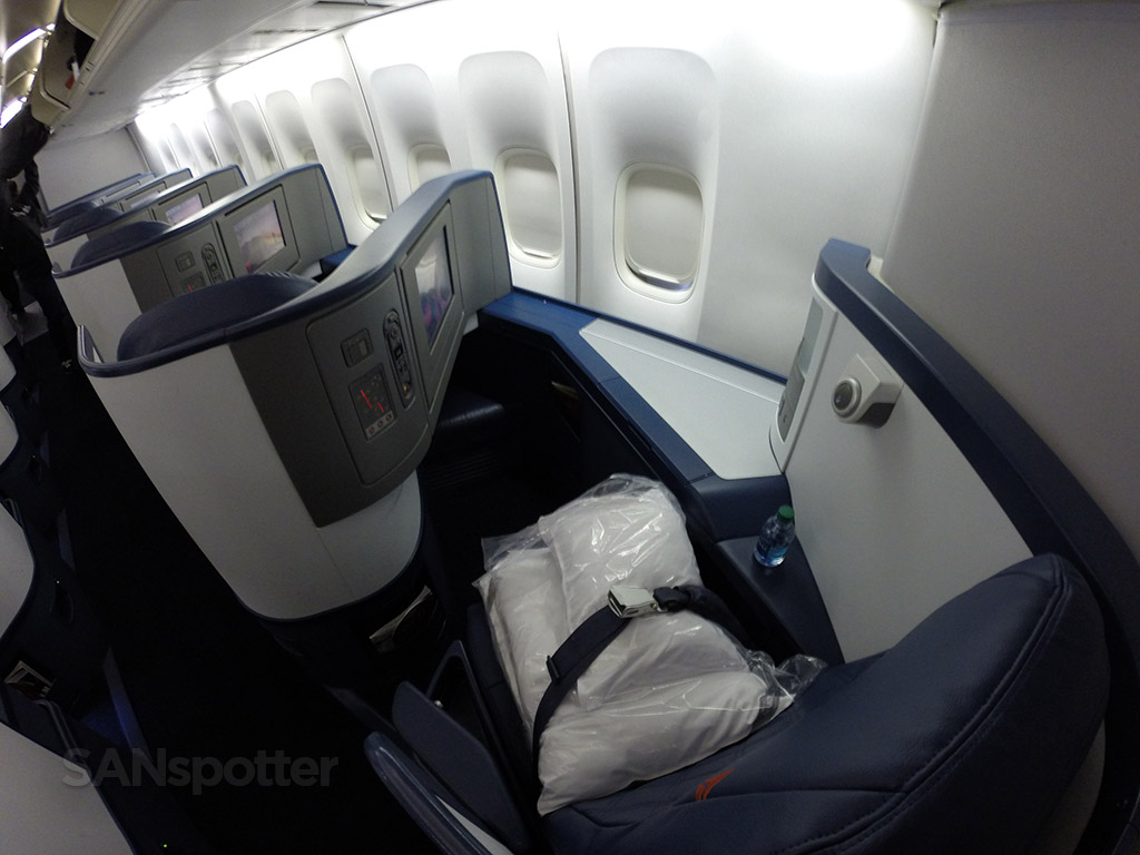 Delta Air Lines 747-400 business class (Delta One) Detroit to