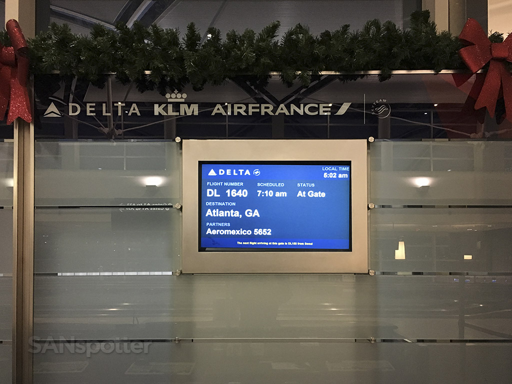 gate A34 DTW airport