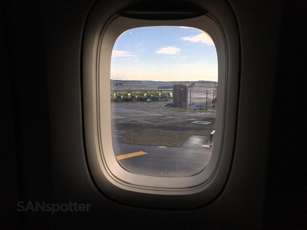 delta 747-400 window