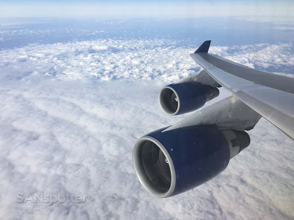 Delta 747-400 wing view