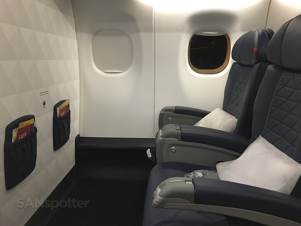 delta connection E175 first class