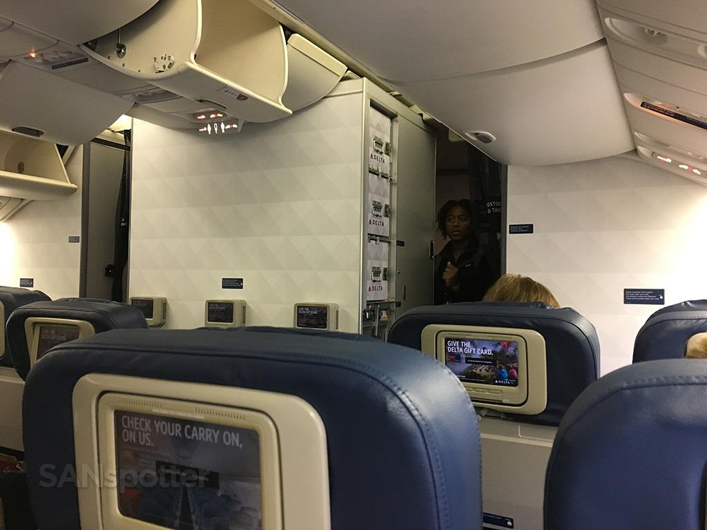 delta 767-400 main cabin