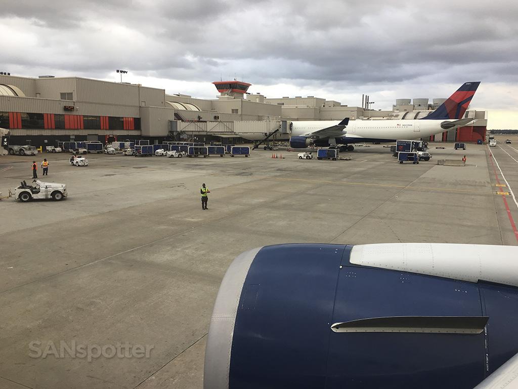 delta 767-400 pushback ATL