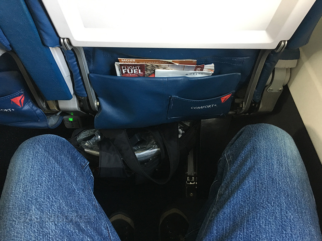 Delta Air Lines MD-88 premium economy seat pitch
