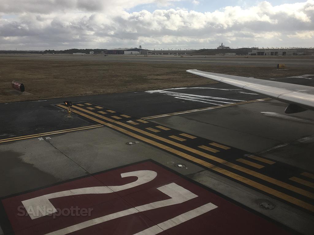 taxiing ATL runway 27L