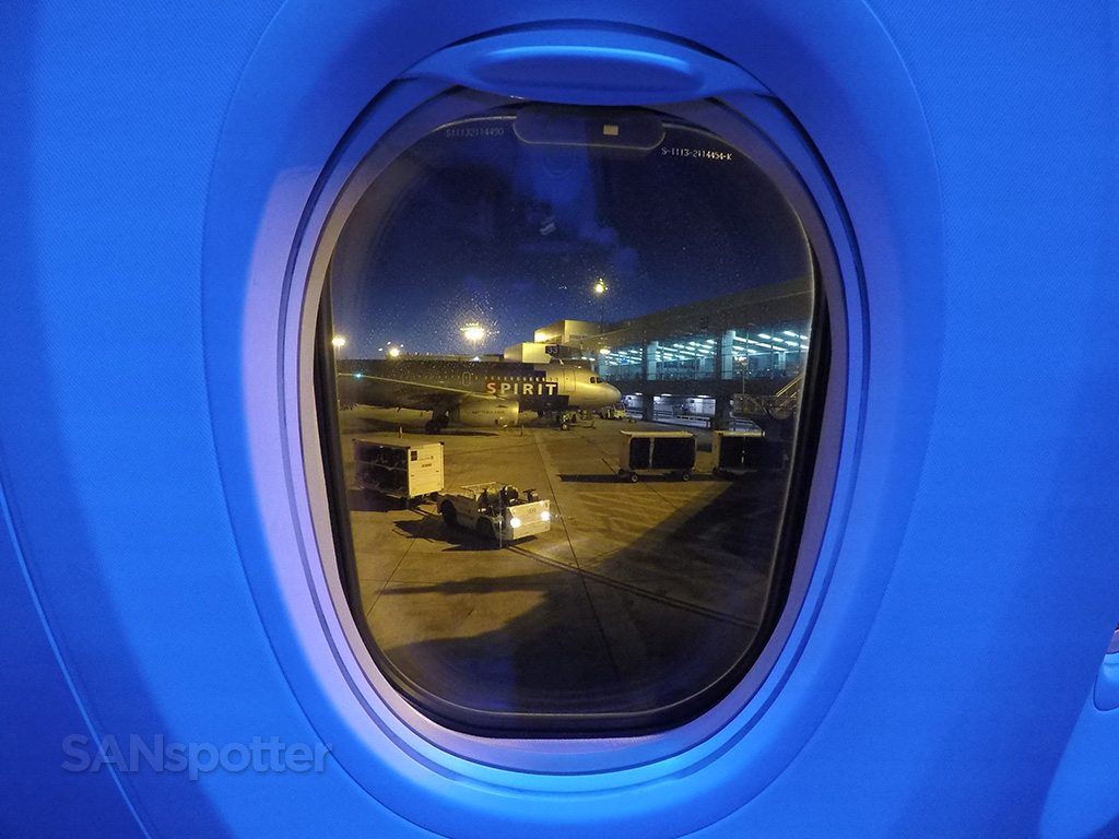 united 737-900 cabin mood lighting