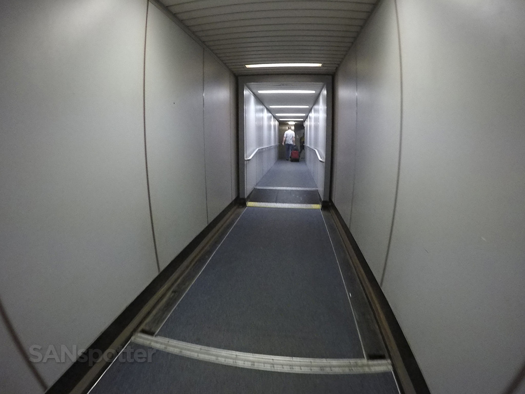 LAX jet bridge united airlines