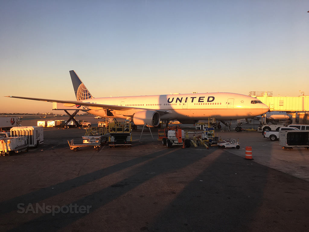 United 777-200 LAX sunrise