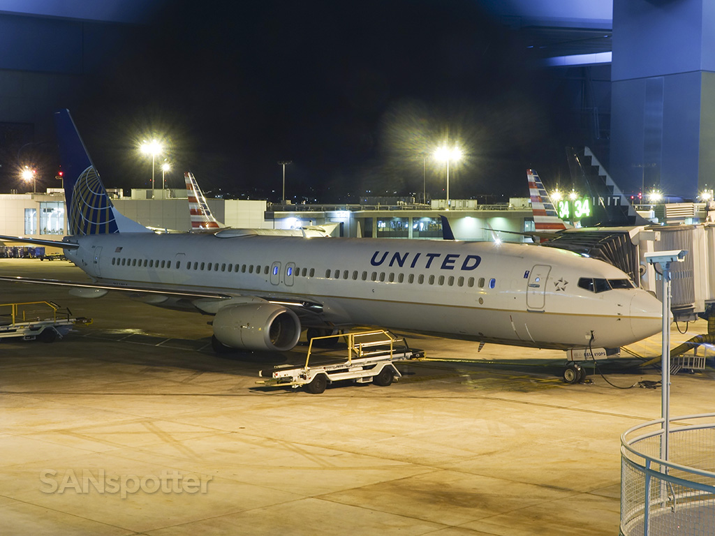 united airlines 737-900 SAN