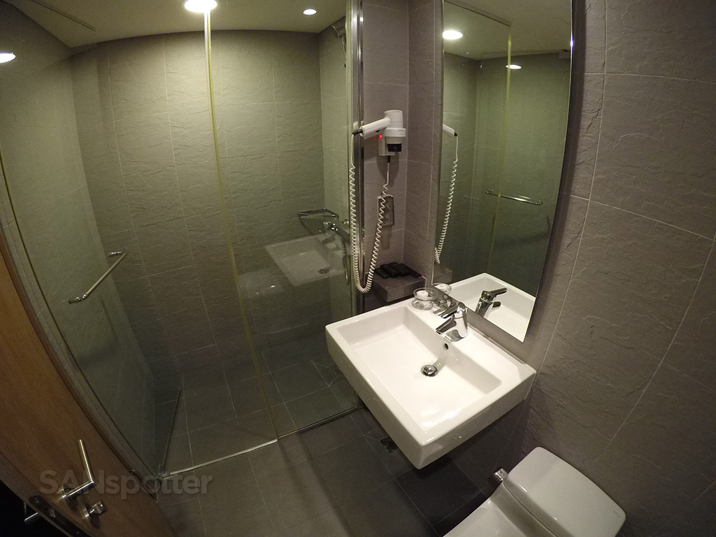 ICN transit hotel bathroom