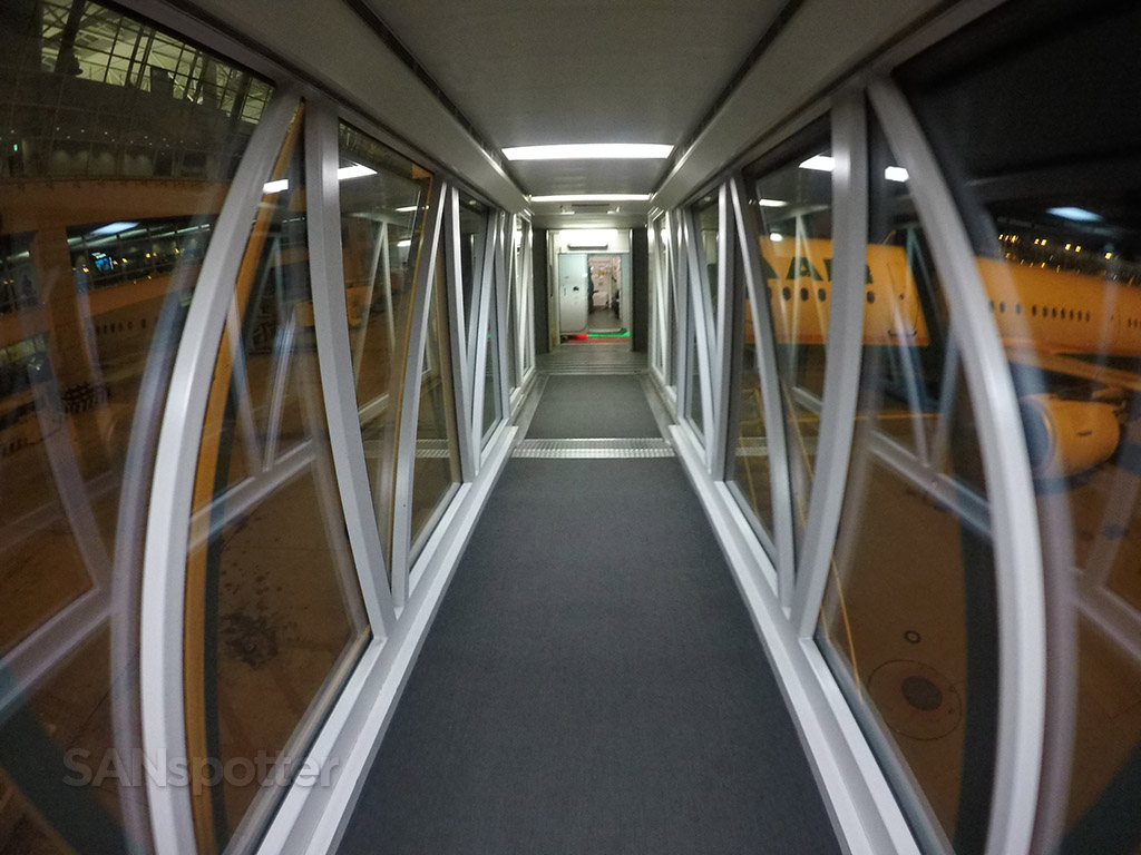 glass jet bridge ICN