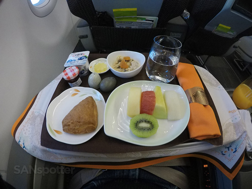 Eva Air regional business class breakfast