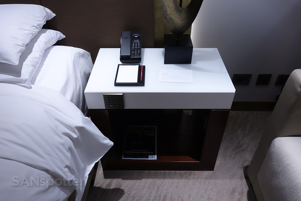 grand hyatt taipei room furniture