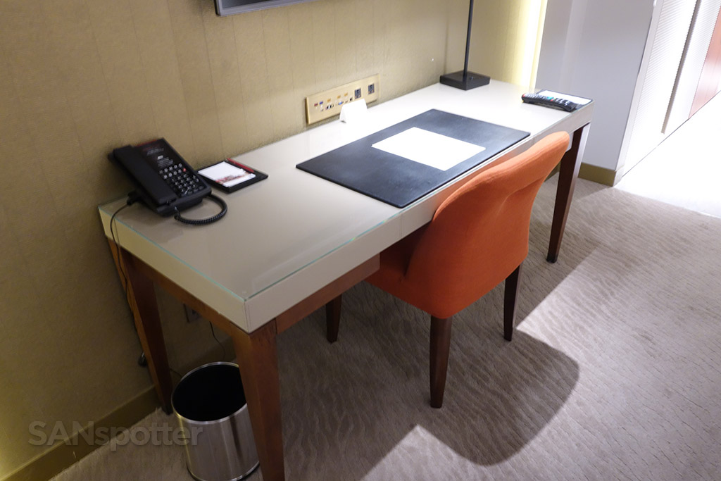 room desk grand hyatt taipei