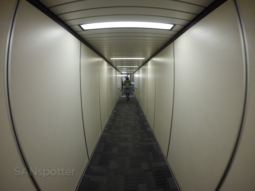 jet bridge TPE airport