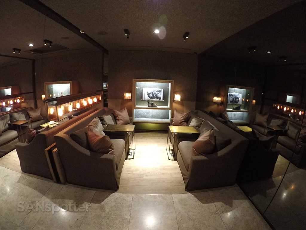 China Airlines Business Class lounge TPE seating