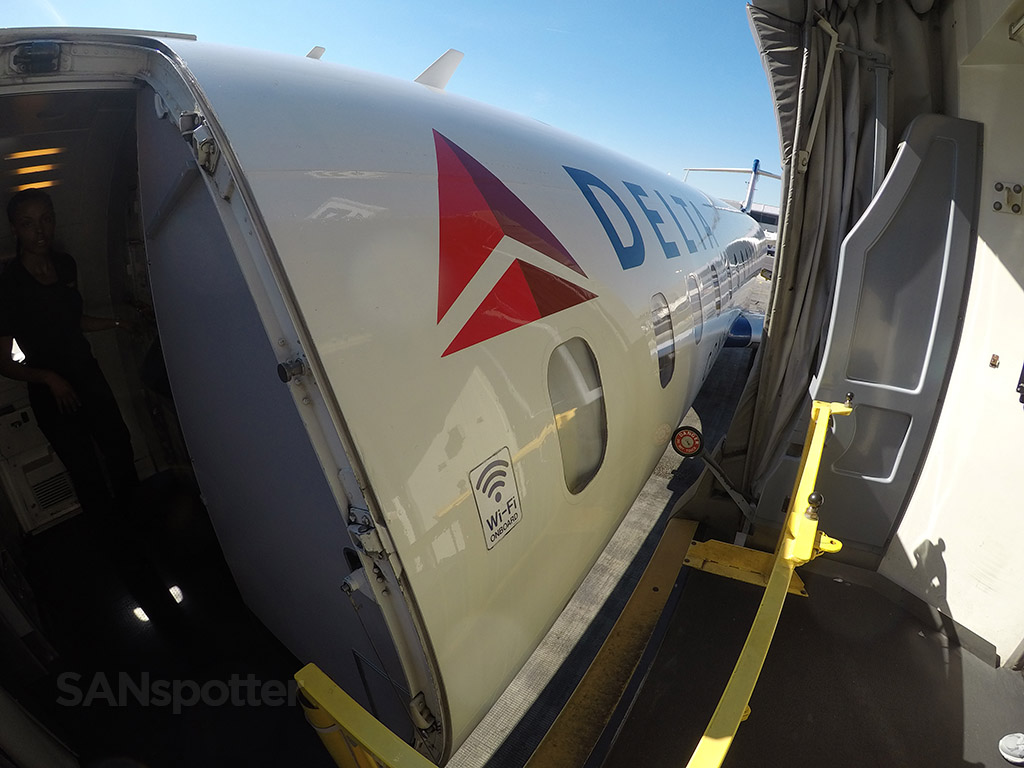 delta connection CRJ-700 close up LAX