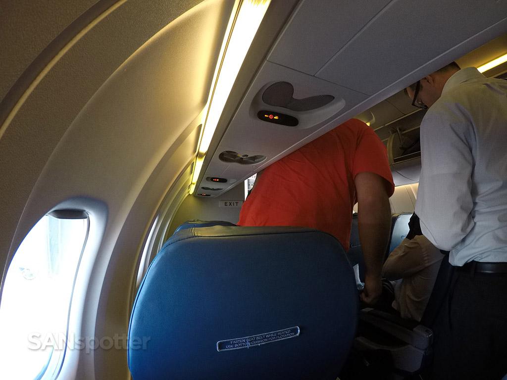 delta CRJ-700 deplaning