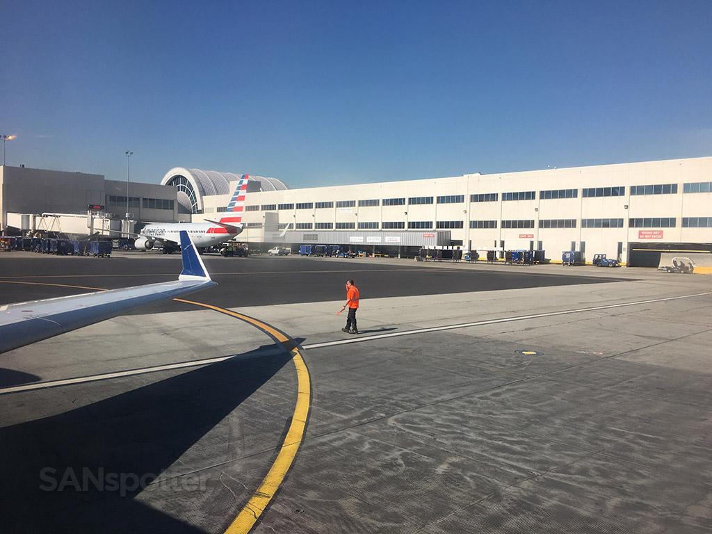 delta CRJ-700 taxi LAX