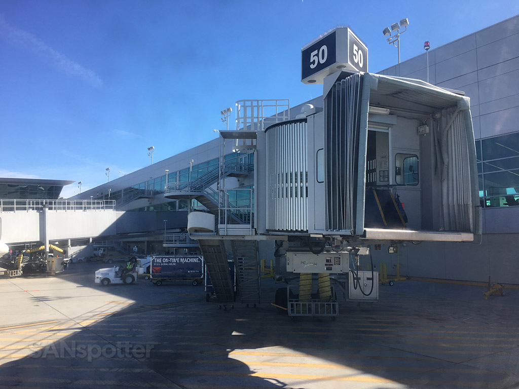 san diego airport jet bridge gate 50