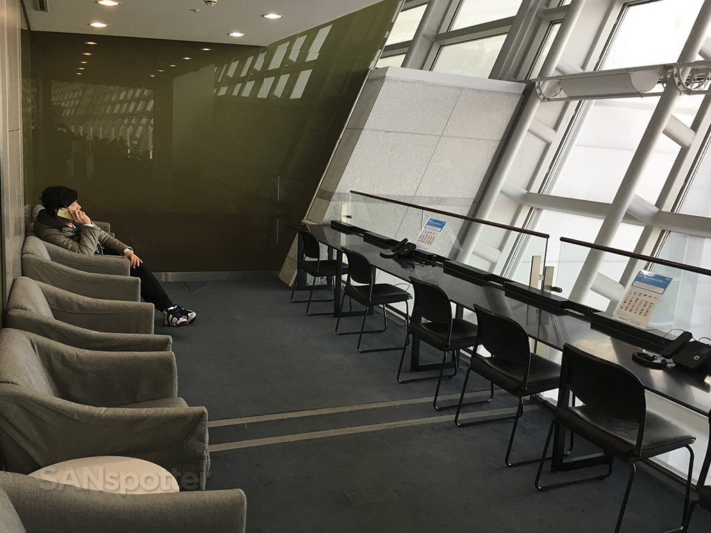 korean air business class lounge business center