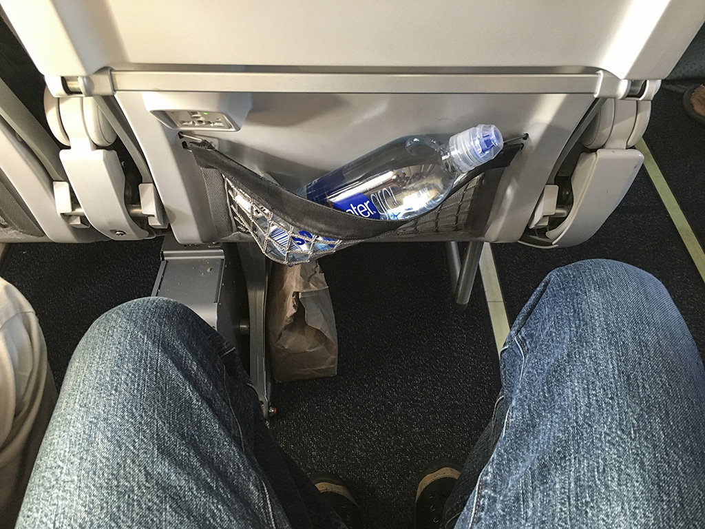 Alaska Airlines 737-800 seat pitch