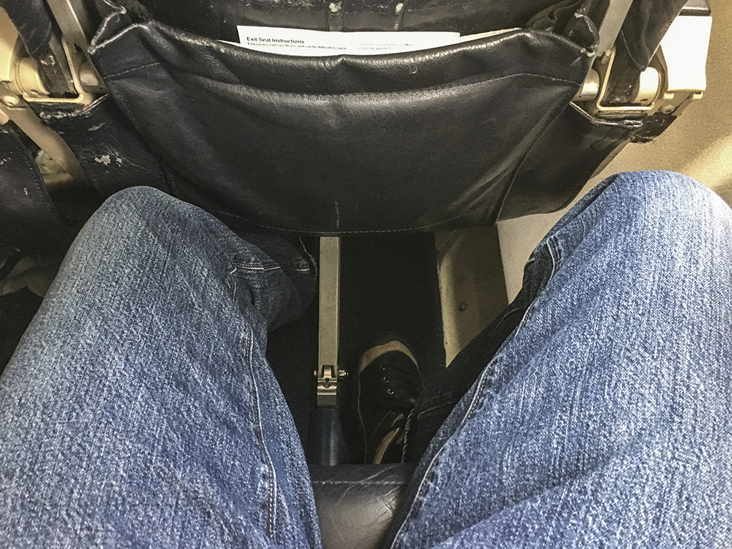 Island Air ATR 72 seat pitch