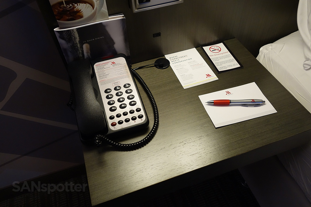 sfo marriott phone and notepad