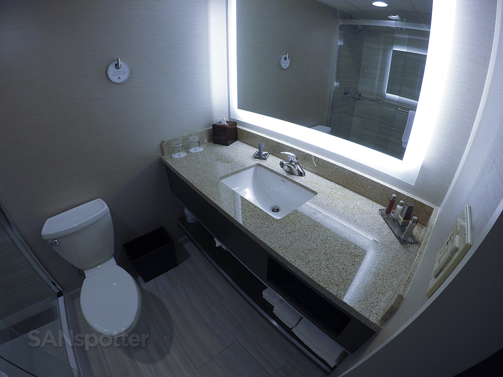 sfo marriott hotel bathroom