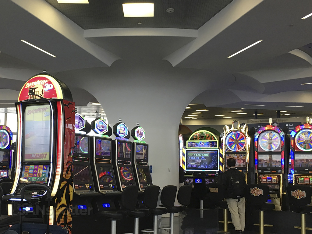las vegas airport gambling slot machines