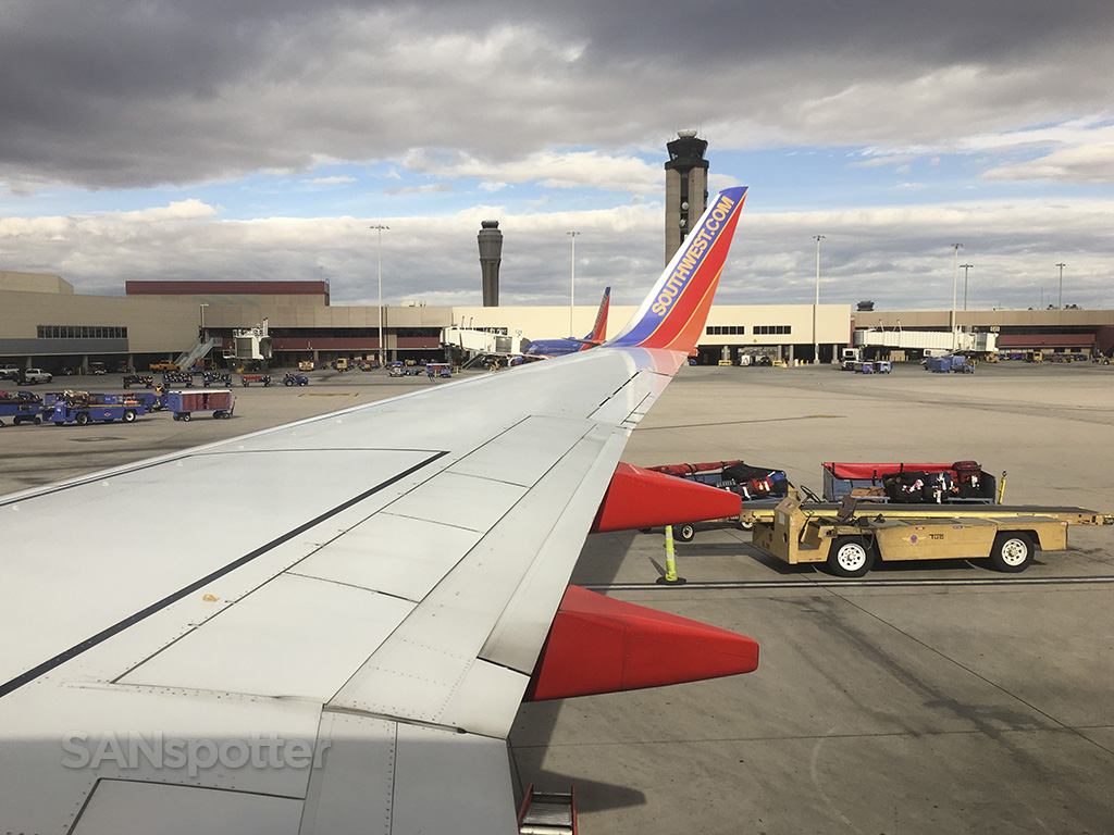 southwest airlines 737-700 wing