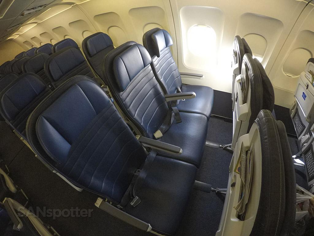 UA A320 economy class seats