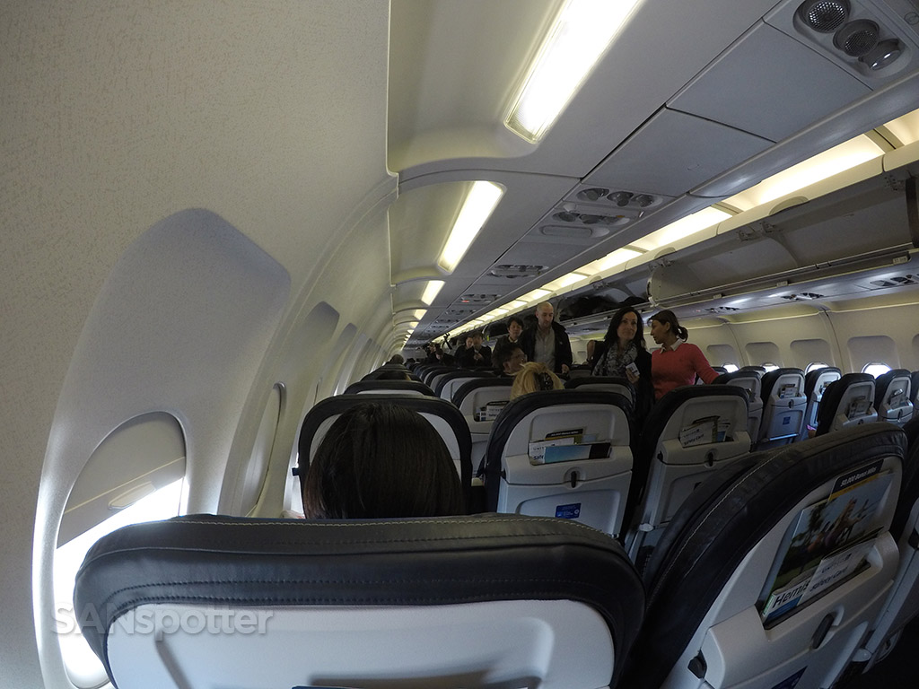 united a320 economy class boarding