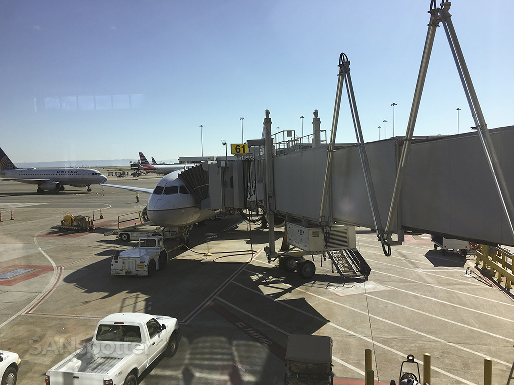 United Airlines A320 SFO gate 61