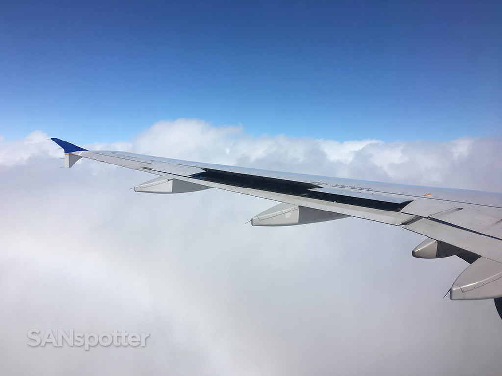 united airlines a320 wing blue sky