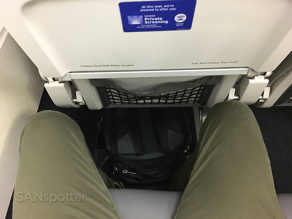 United Airlines A320 economy class seat pitch