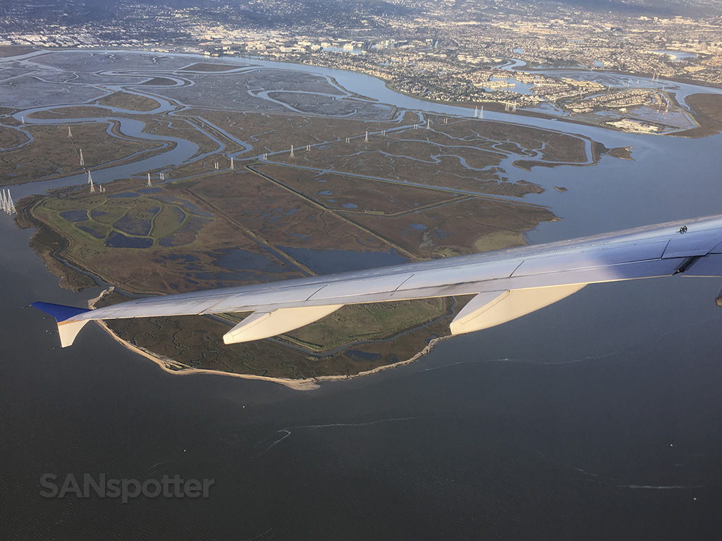 approaching SFO united a320